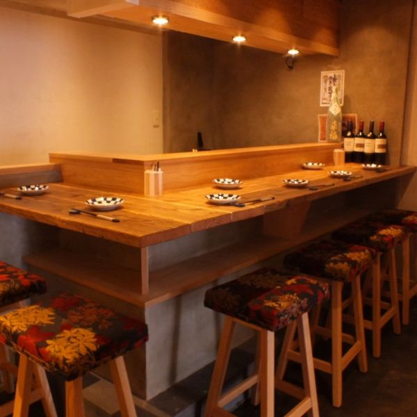 "Popular counter seat where you can cheap sushi reasonably with a sensation like a pub! A veteran sushi craftsman of this road 38 can enjoy you a lot of ingredients that you put in with franchise.The price is reasonable, but it's not just a ""pizza of a pub!""!"