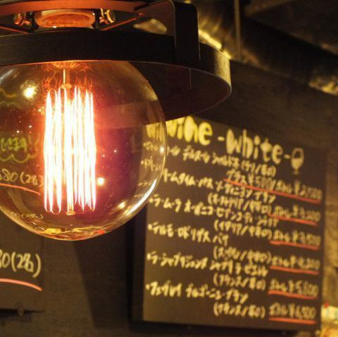 【Girls 'Association and Dating also ◎】 In a bright shop filled with warmth of wood ♪ It is perfect for dating and girls' societies at the hideout bar! (Sannomiya × Meatbaru)