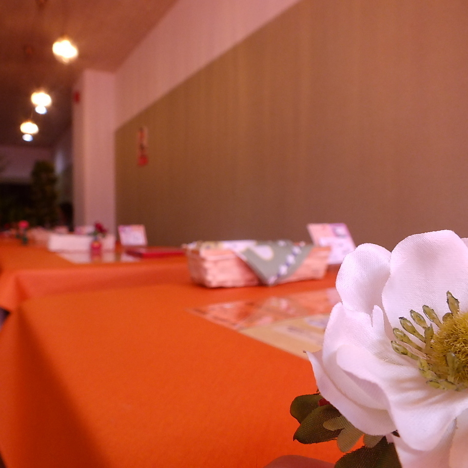 We are preparing a table seat to relax comfortably! We can offer private room for 30 people.