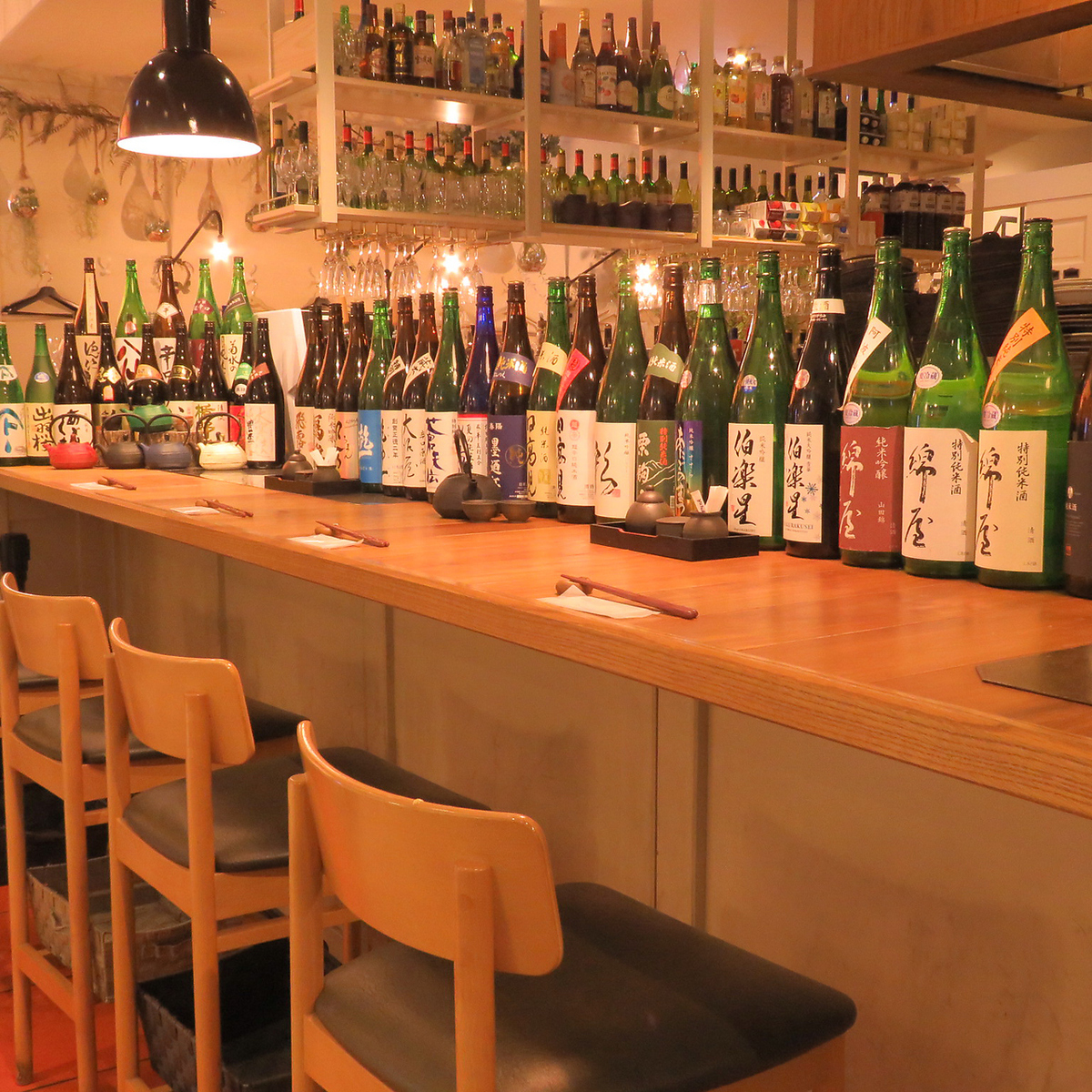 """【Counter seat where one person can enjoy it】 GocchoSun (Petch girl) of PARCO 2 also has counter seats that one person can enjoy it! Seasonal seasonal ingredients used, Japanese and Western cuisine Would you like to have a cup of light at the end of the work at our shop that pleasures you? Because """"brand sake"""" that fits the delicious dish changes monthly brands will change, so please look forward to it!"""