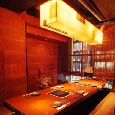 【ゆったりとした掘りごたつ】比内地鶏がメインのお料理と秋田の蔵元直送日本酒を始めとする美酒を存分に楽しめる、心和らぐ和風個室です。銀座での接待やご会食に人気のお席です!