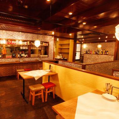 お席はカウンター席とテーブル席などをご用意!サク飲みやご宴会など、多様にご利用いただけます♪スタイリッシュな空間が◎