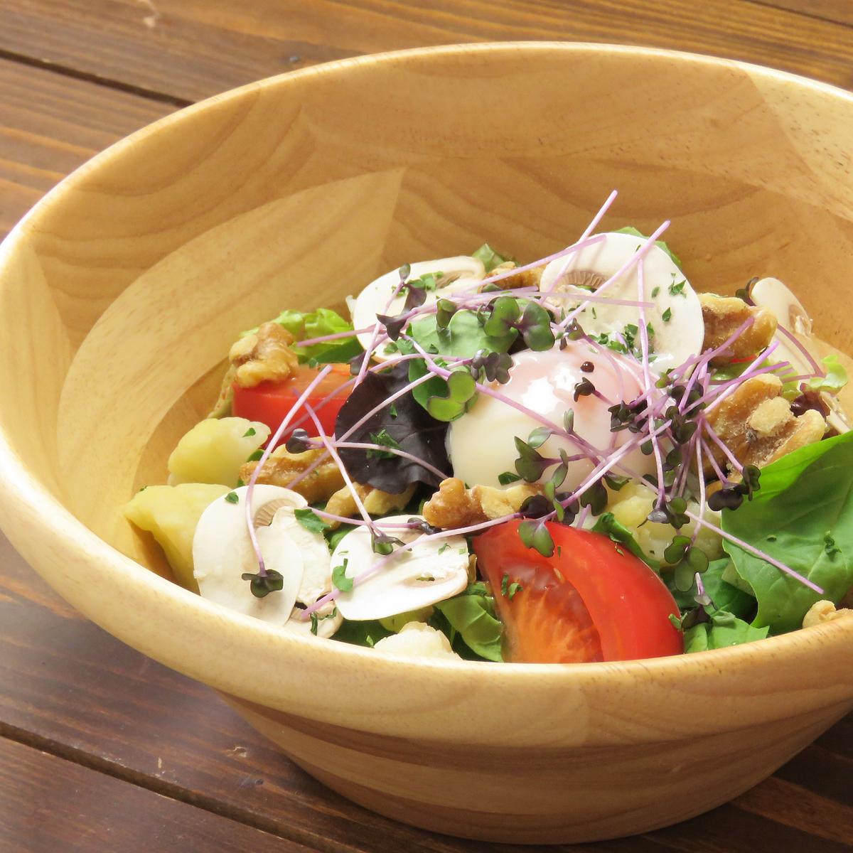 ルッコラとクルミの塩サラダ