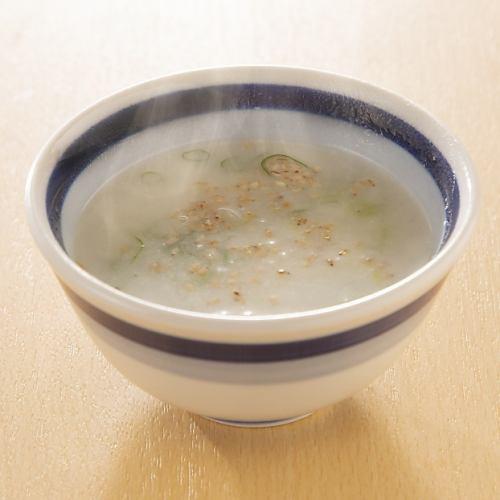 〆の鶏スープ