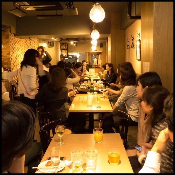 【5 minutes walk from Toranomon Station · 8 minutes walk to Shimbashi Station】 Firewood's Paella Specialty Store opens in the Toranomon area! Brick-shaped wooden walls create a sophisticated atmosphere.The private party is available from 30 to 50 people OK! Mike · projector · PA equipment also free rental OK! Use it for various scenes such as birthday party, wedding party, launch and second party ♪