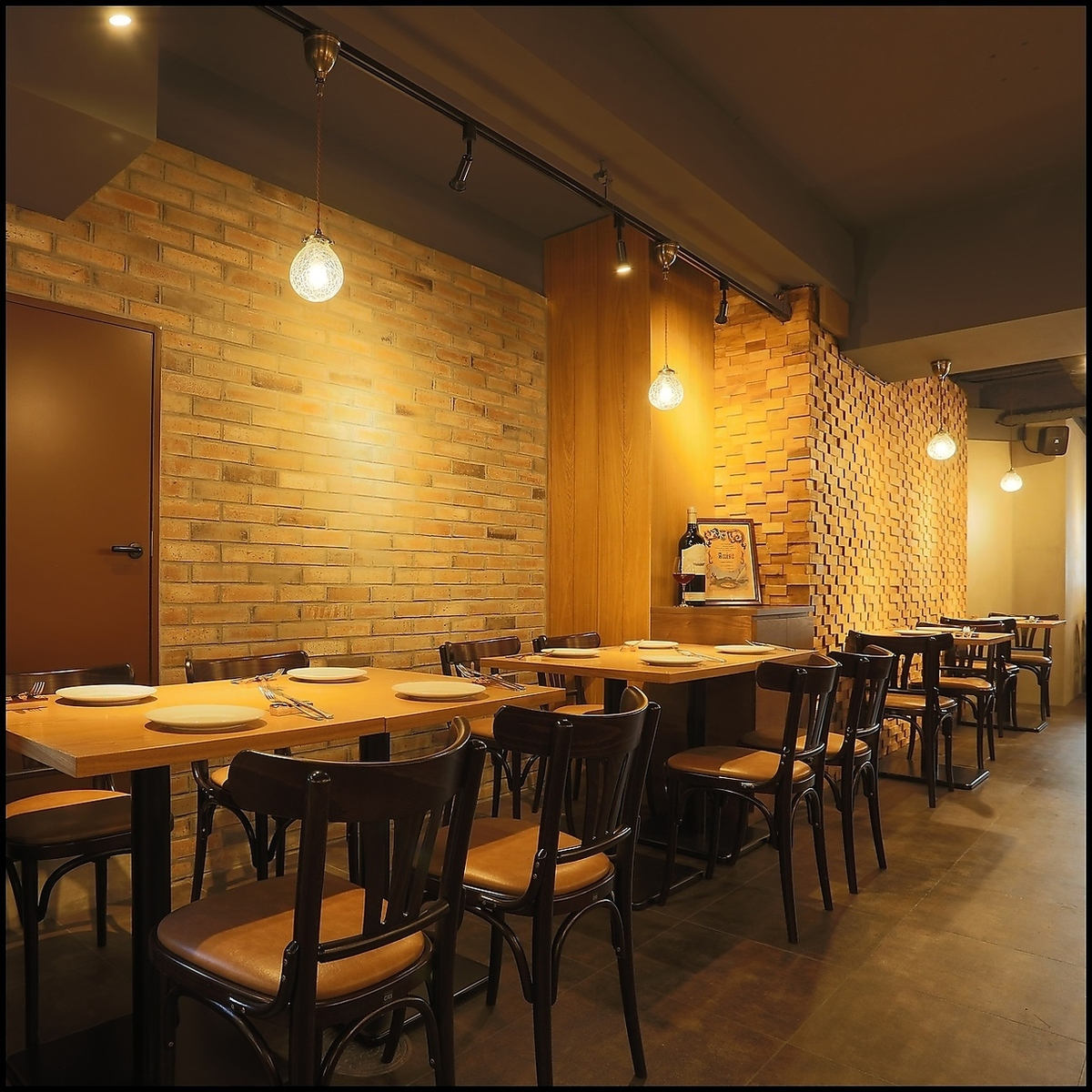 Inside a stylish restaurant with a calm atmosphere.Lunch is also very popular, so please use it once ♪