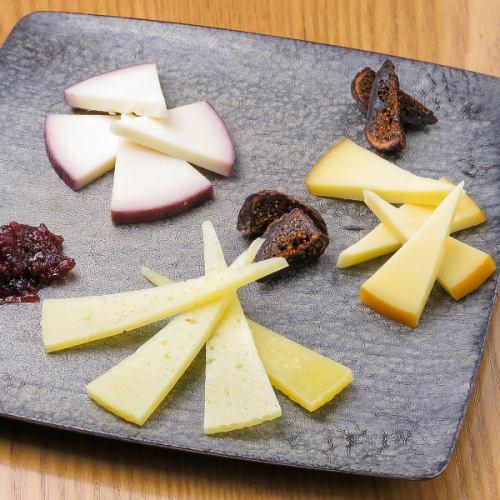 スペインチーズの盛り合わせ