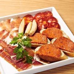 ハモンセラーノ・イベリコサラミ・ソブラサーダ3種盛り合わせ