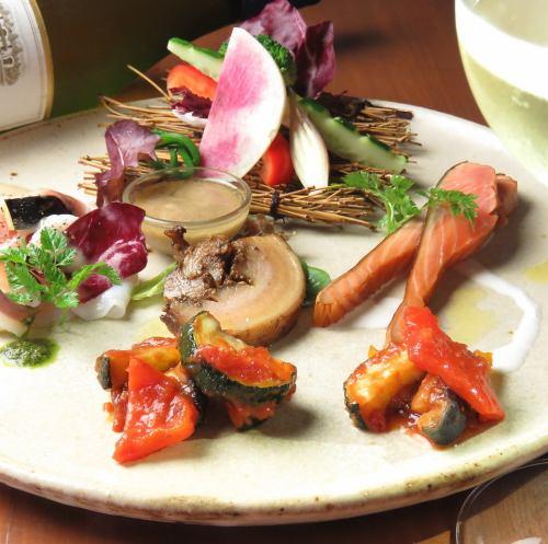 HACHIの前菜5種盛り