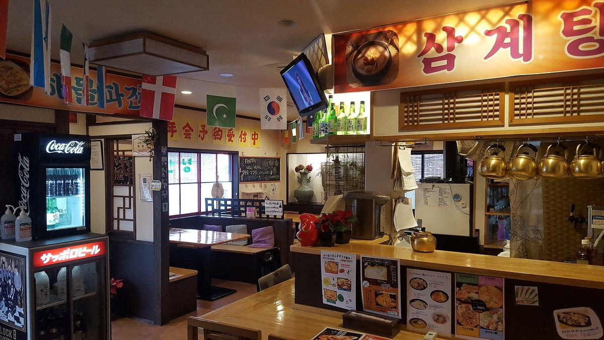 最新kpopが流れる店内!ドアを開けたらそこはまるで韓国!美味しい料理を食べながら素敵な時間をお過ごしください。