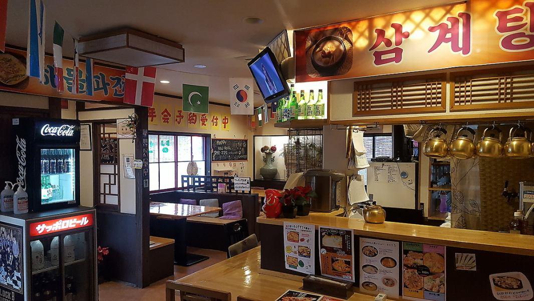 【本格韓国料理を味わうならココ!女子に人気の店】旬な食材を取り揃え、健康と美容にとことんこだわったお料理をご提供しております。料理の内容等、気になることがあれば、お気軽にお尋ねください。