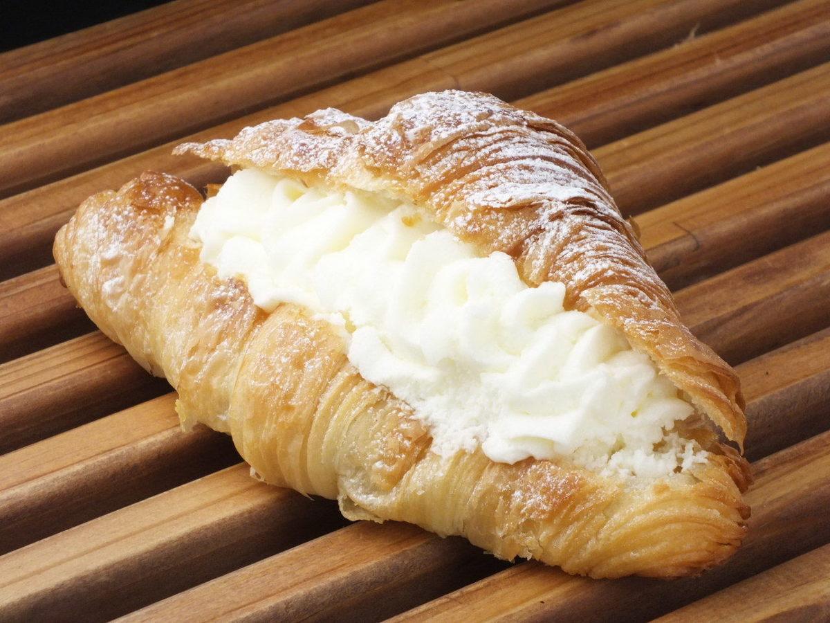 Double cream croissant