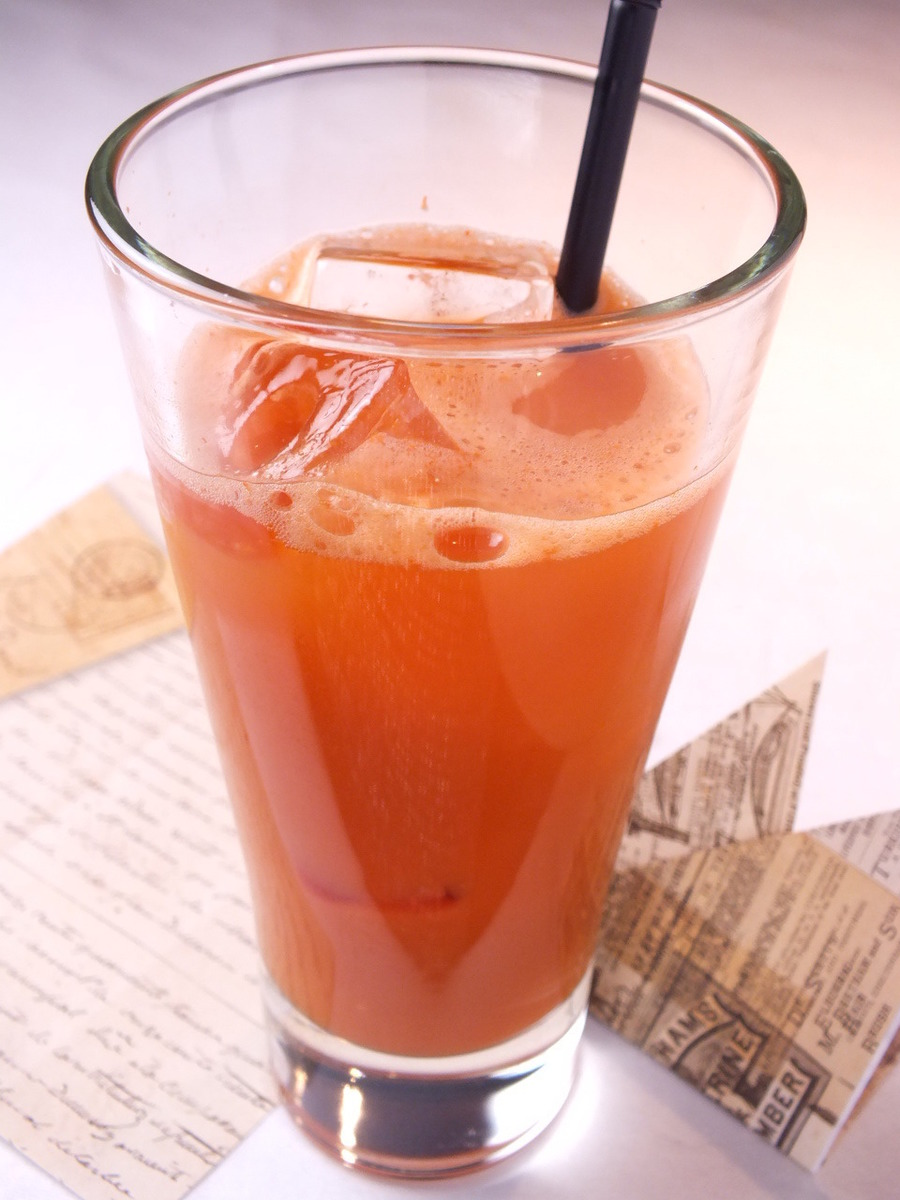 There are also plenty of soft drinks such as 100% fresh juice