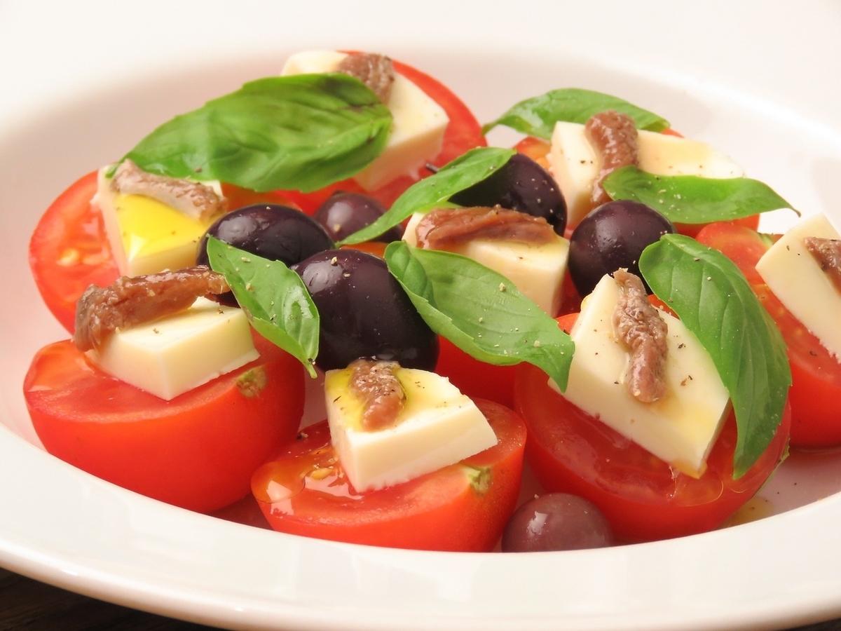 Caprese /番茄和馬蘇里拉奶酪和羅勒沙拉