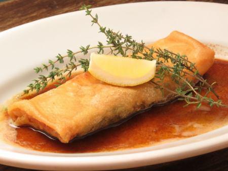 パートブリック 季節の白身魚とアボカドの包み焼き