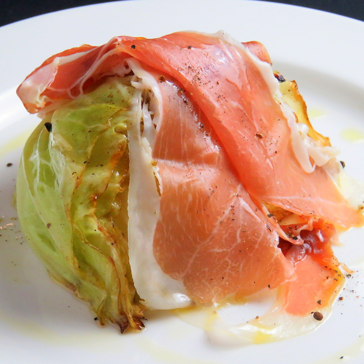 Steamed roasted cabbage ham