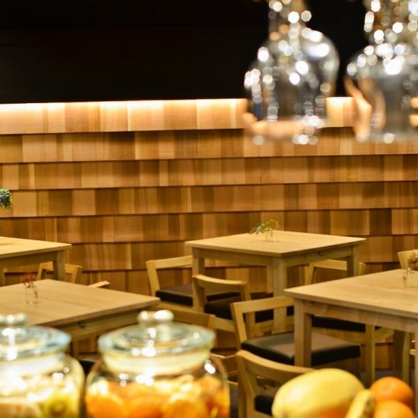 Carefully stop by, there is an open space ♪ counter seat ☆ ☆ You can also enjoy the meat and cheese fondue of the 1st floor only 2980 yen course ◎