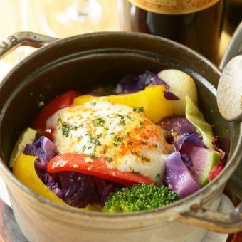 当店名物!季節0831たっぷりベヂロカストウブ鍋~お野菜のスープ&温泉卵~