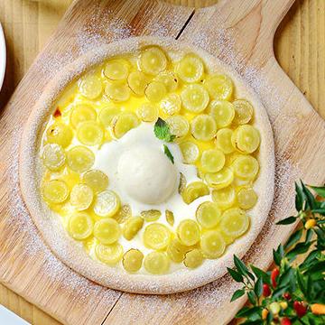 Seasonal fruit custard cream pizza ~ vanilla ice crepe ~