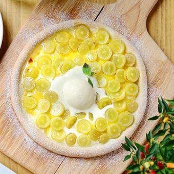 季節のフルーツのカスタードクリームピザ ~バニラアイスのせ~