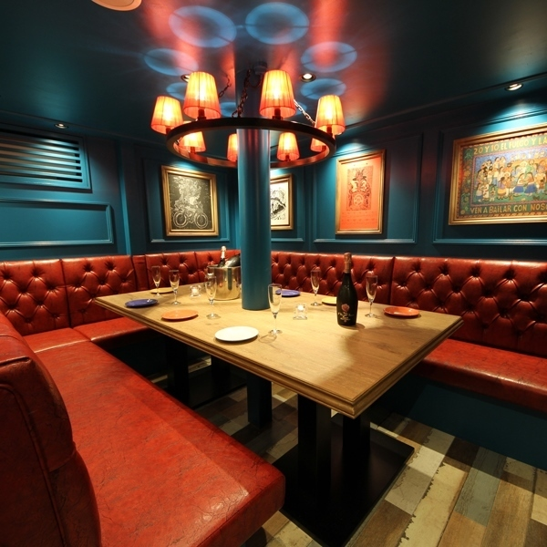 【VIP 2】 Luxurious and full of lounge private rooms