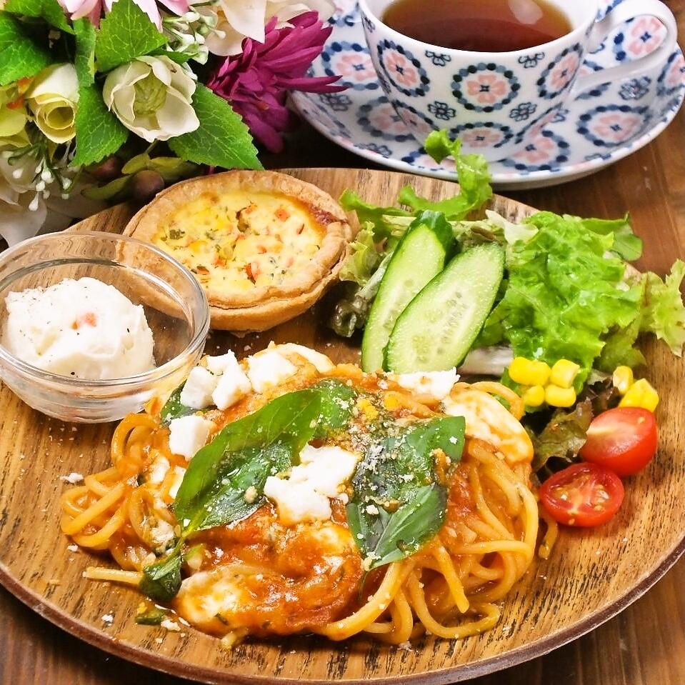 モッツァレラチーズのトマト生パスタ