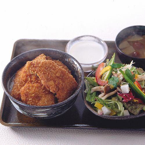 かつ丼サラダセット~丼に選べるサラダ・みそ汁・漬物・ミニデザートをセット~