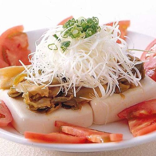 豆腐とトマトのサラダ/アボカドとスモークサーモンのサラダ