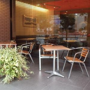 Open terrace seating with a sense of openness.You can spend Ginza lunch with your dog.