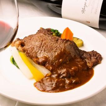[與敬酒(玻璃酒)服務的計劃]安格斯牛排的晚餐