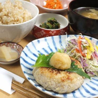 丰富的蔬菜【女性推荐!】Tamaya每日午餐♪850日元,内容丰富!!