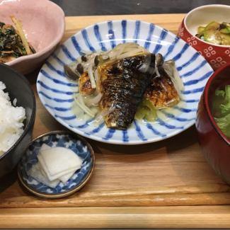 (日替わり)旬野菜と焼きサバ