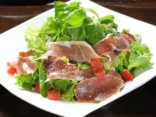 Green salad with Italian-made ham cut off