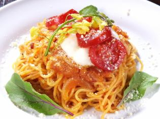 Pasta Pomodoro of Tohoku's exquisite tomato and mozzarella