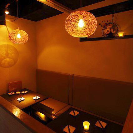 【6~20名様 個室】中規模の個室は二つ連結させれば20名様迄ご利用OK!趣きある和の個室はゆったりプライベートな雰囲気が愉しめるモダン席となっております。渋谷の居酒屋で忘年会なら串みつへ!
