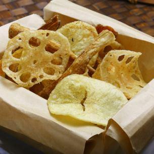 鰹節風味の根菜チップス