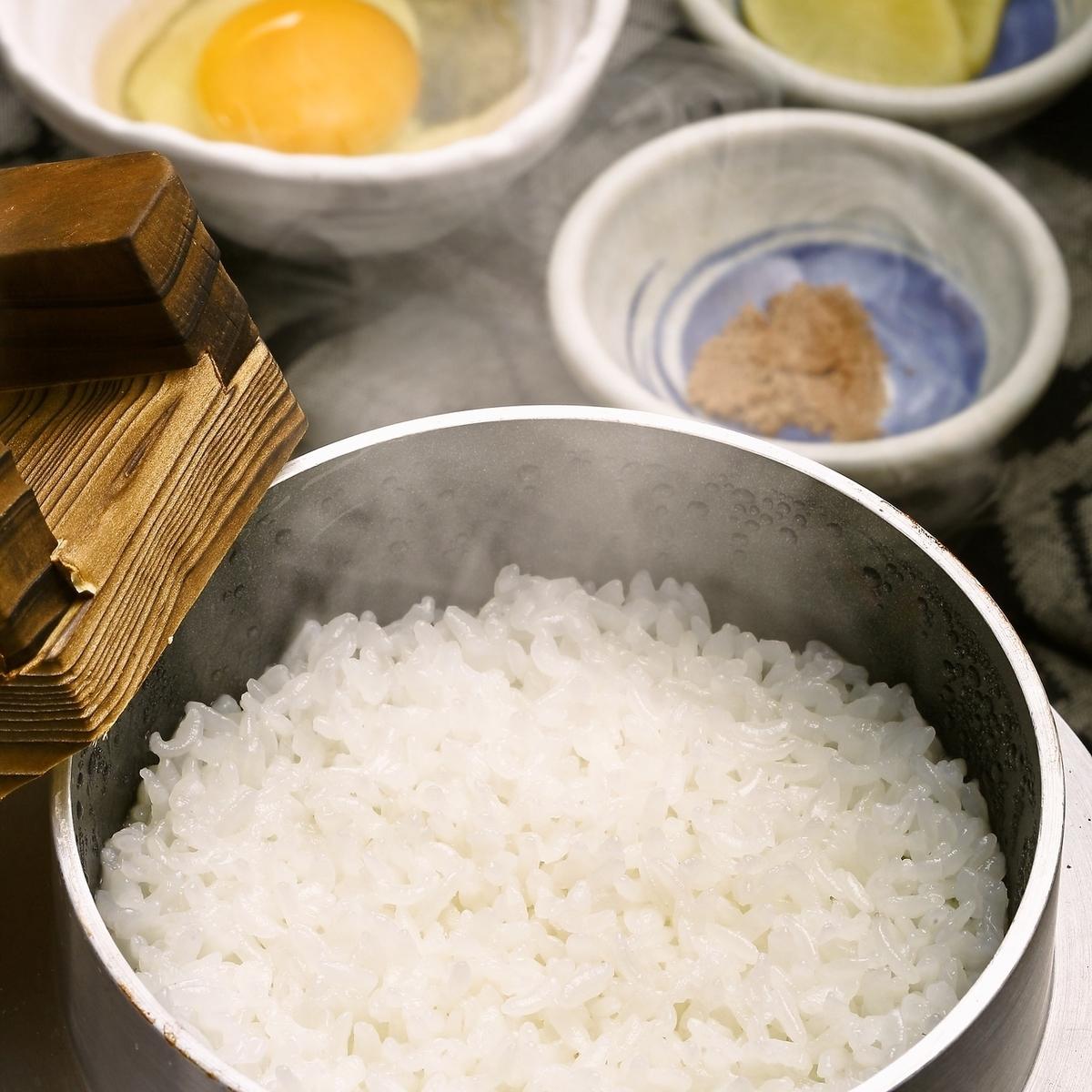 Tosa Jiro用土佐希拉的雞蛋煮熟的米飯