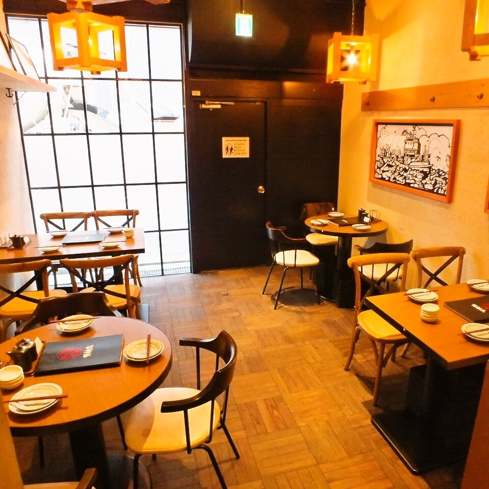 Recommended open table for drinking party on the way home from work.There is no feeling cramped with the neighbor because Mr. Space of spacious space ♪ space of our shop is spreading widely.