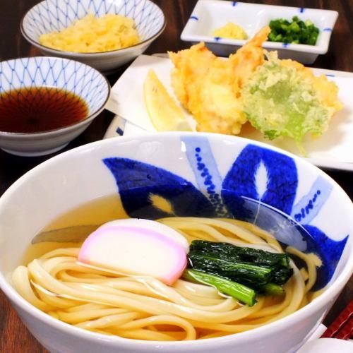 Kashiwa Udon (Kake) / Kashiwa Zaru / Kashiwa Raw Soy Sauce / Kashiwa Bukkake You can choose each cold and hot variation.