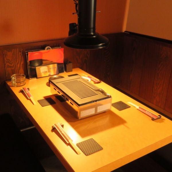 【半個室:テーブル席2名~ご利用可能】テーブル席もご用意しております。