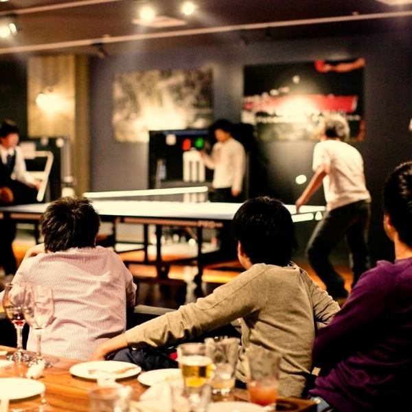 Ping-pong table is permanent 4 sets ★ It is wide store so you can enjoy table tennis without worrying around ♪ Racket · Ball is also equipped.30 minutes 500 yen
