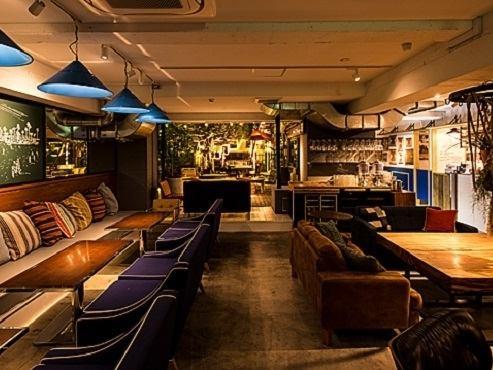 大型テラスと広々空間、寛ぎソファー席のおしゃれなお店です♪