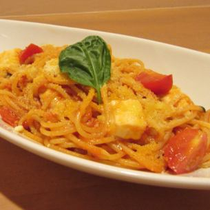 Tomato sauce of basil and mozzarella