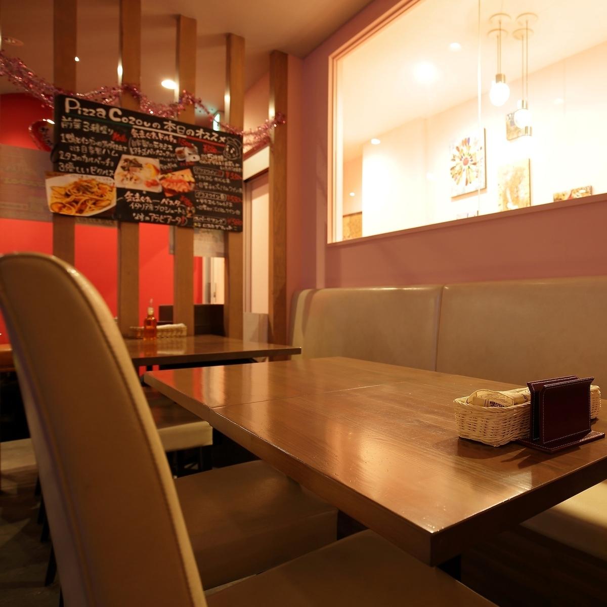 對於日期等餐點♪這是一個可以在你面前看到可愛畫作的座位。