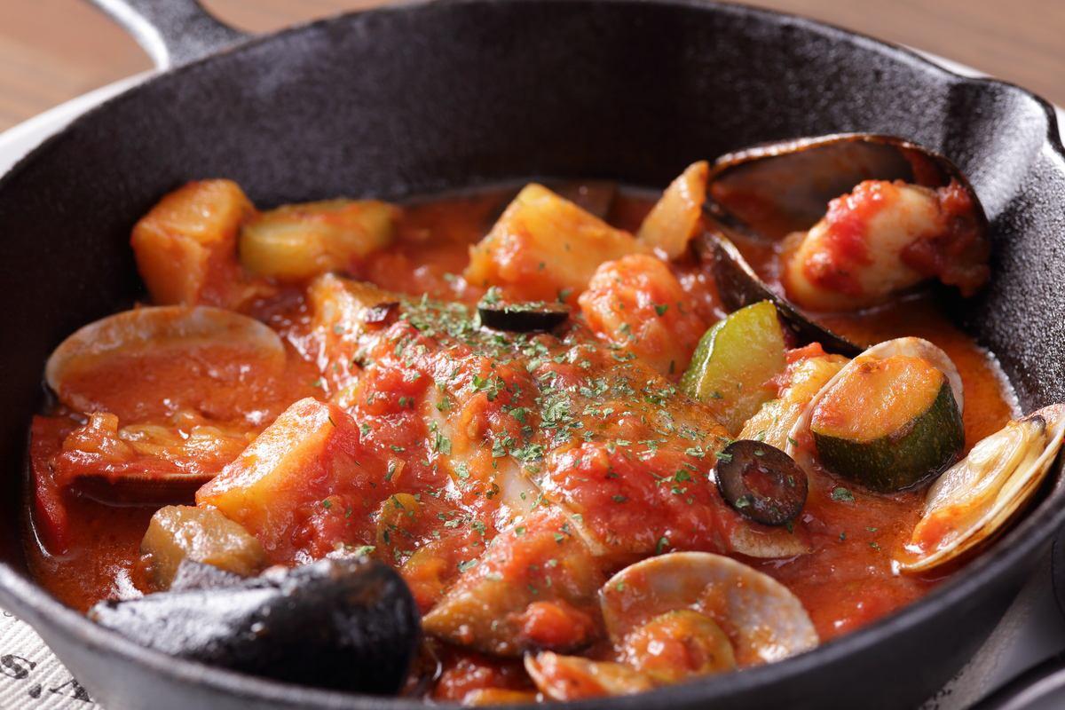 魚介のアクアパッツァなど煮込み料理も充実♪