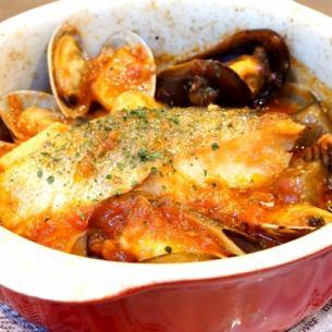 【オススメ!アラカルトメニューも盛りだくさん☆】魚介とトマトのアクアパッツァ