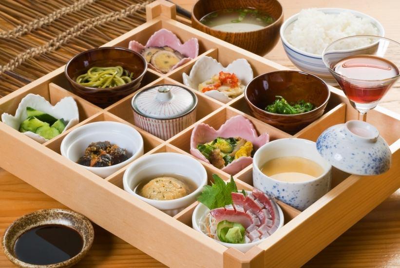 Parking lot, private room equipped! Every day, 30 meals only ☆ Akijimoro souvenir 1,200 yen is popular