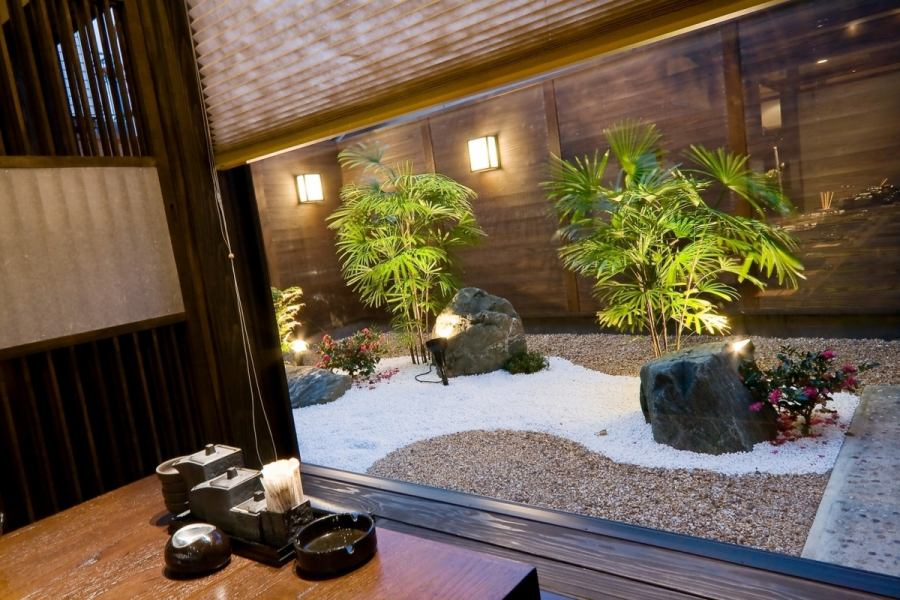 Atmosphere that it came to an inn.Enjoy a relaxing meal in the seating where the courtyard is visible