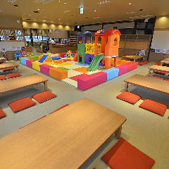The Japanese-style dressing room, which has a kids space where children are enthusiastic, such as slides and blocks, is the perfect place for family use.