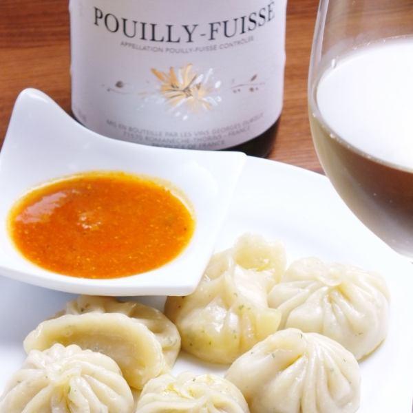 世界各国のお料理をご用意♪大人気★ネパール風餃子